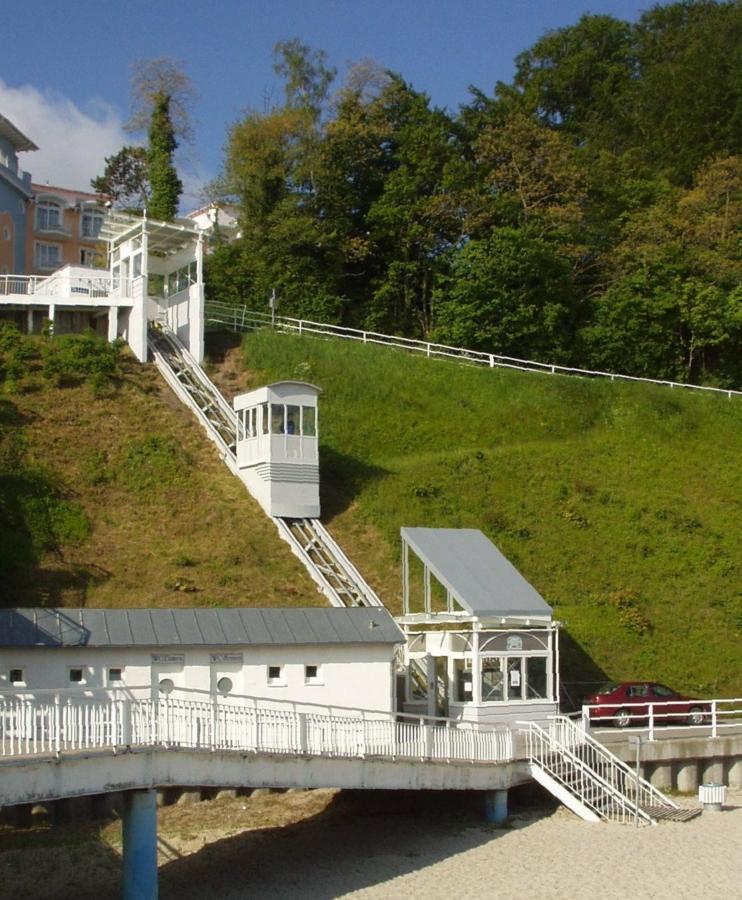 Sellin 02 Anlage Seitenansicht links 742x900 - Seebrücke Insel Rügen, Sellin, DE